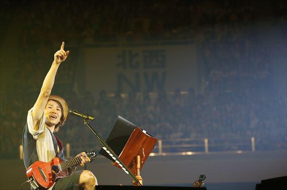 武道館ライブで盛り上げるナオト・インティライミ